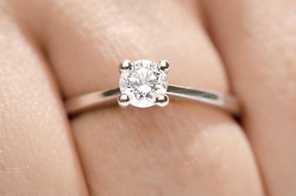 ダイヤモンド デビアス 宝石の王様